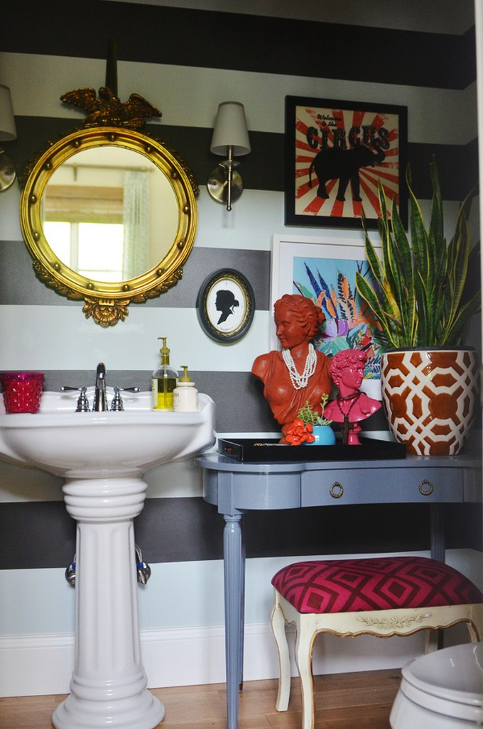 10 Tips for Chic Little Bathrooms small bathroom 10 Tips for a Chic Small Bathroom personality in a chic bathroom
