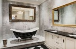 dark-indulgence-black-bathtubs-Luxurious-bathroom-design-in-black-and-white-with-a-hint-of-gold-imagefeature