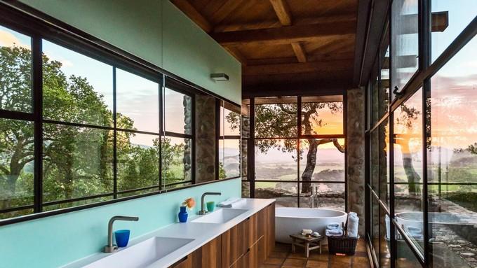 Luxury Bathroom with mountain views 1 modern bathroom Modern Bathrooms With Mountain Views Luxury Bathroom with mountain views 1