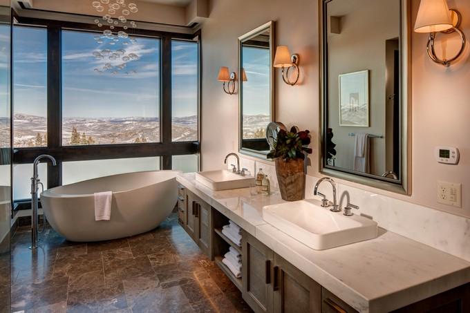 Luxury Bathroom with mountain views 2 modern bathroom Modern Bathrooms With Mountain Views Luxury Bathroom with mountain views 2