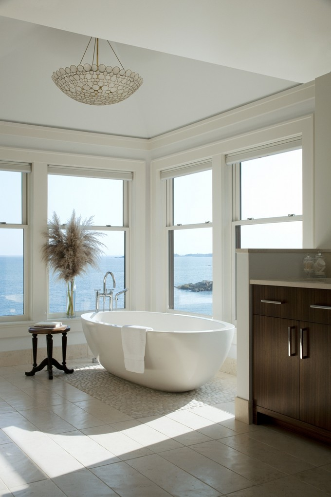 20 modern bathrooms with luxury ocean views for Beach house master bathroom