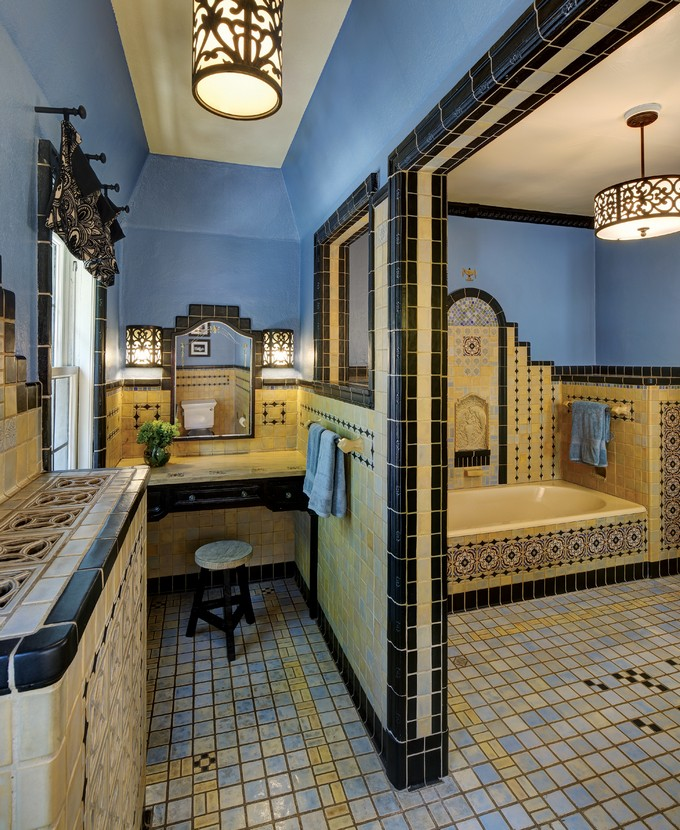 Blue And Yellow Twist For Luxury Bathrooms 88