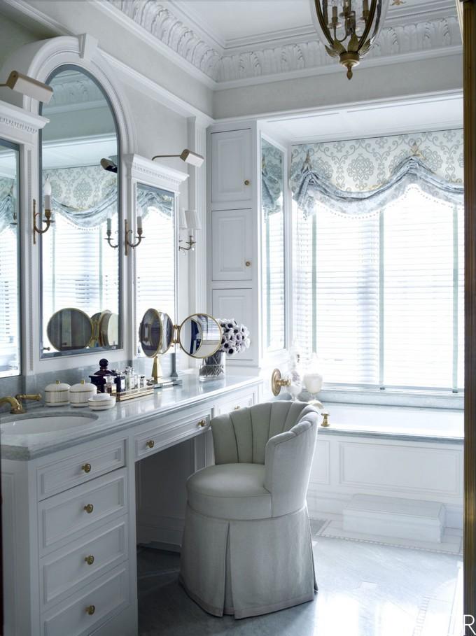 Bathroom mirror decor