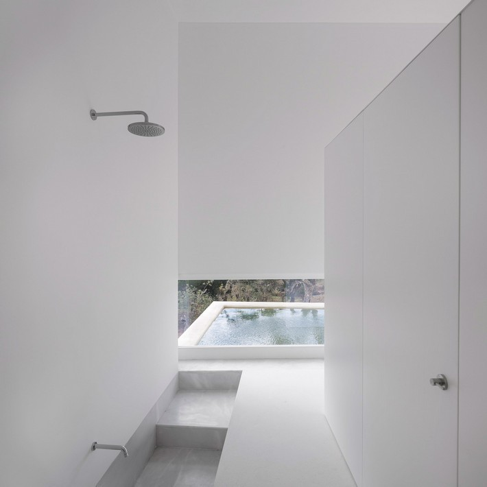 10 minimalist bathrooms that have barely anything in them  10 Extreme Minimalist Bathrooms with Essential Accessories 10 minimalist bathrooms that have barely anything in them 4
