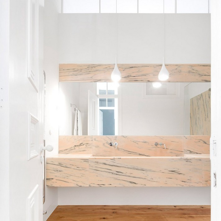 10 minimalist bathrooms that have barely anything in them  10 Extreme Minimalist Bathrooms with Essential Accessories 10 minimalist bathrooms that have barely anything in them 8