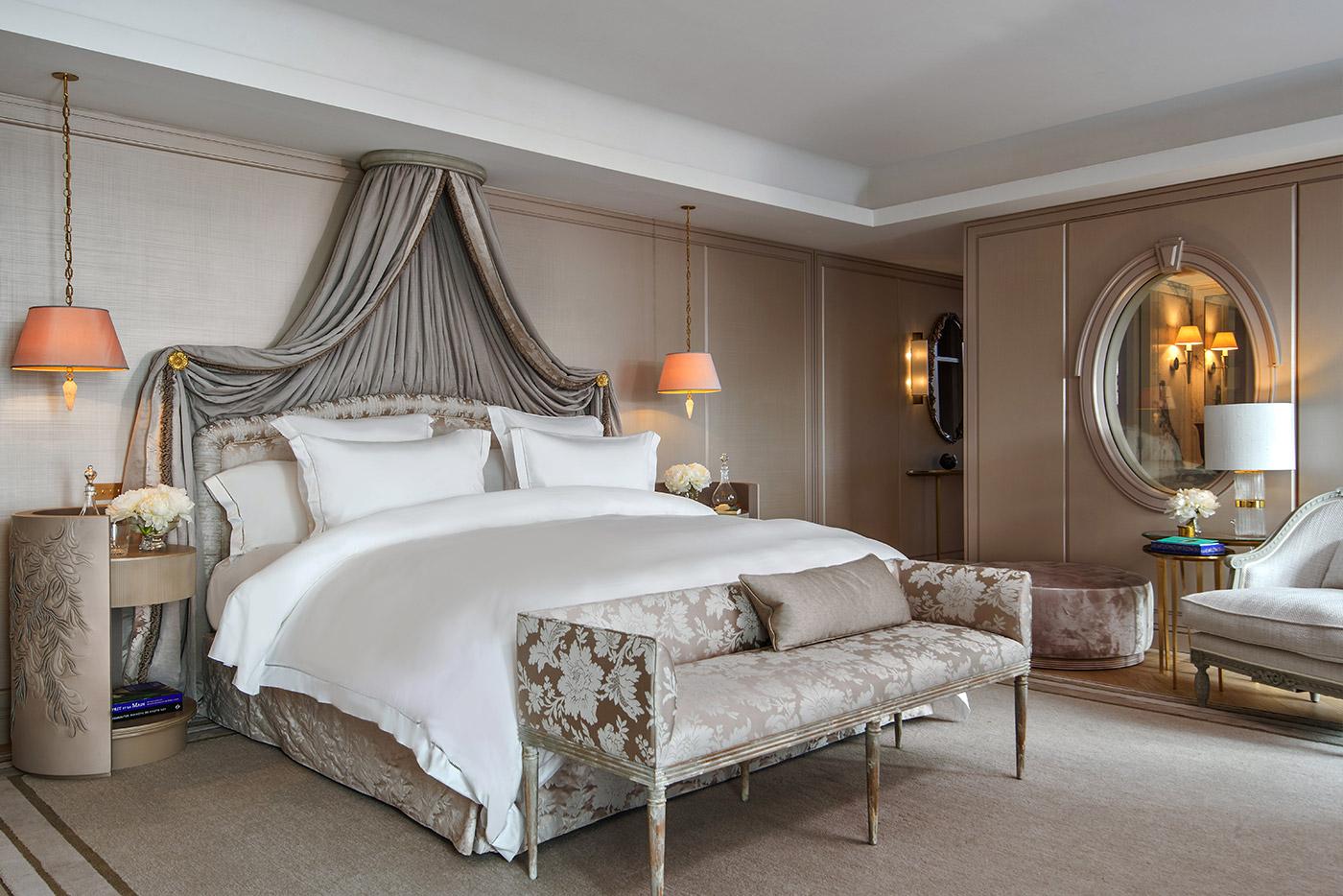 Hôtel De Crillon Hôtel De Crillon The Parisian Hôtel De Crillon Gets A Fashionable Renovation Hotel de Crillon Rosewood Paris Suite Marie Antoinette