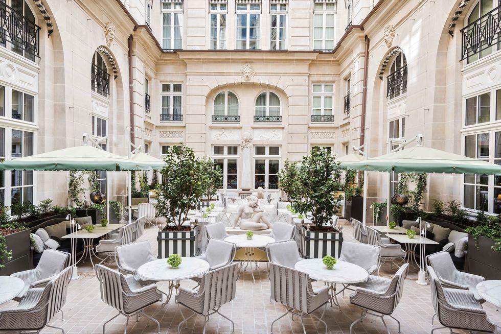 Hôtel De Crillon The Parisian Hôtel De Crillon Gets A Fashionable Renovation cour dhonneur 1499804876