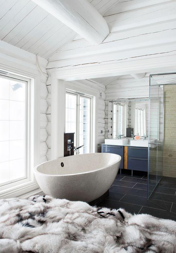 Winterish Decoration Ideas for the Bathroom Winterish Decoration Ideas for the Bathroom: Fur 58583c1f10a1488f1384bb0b5aadc285
