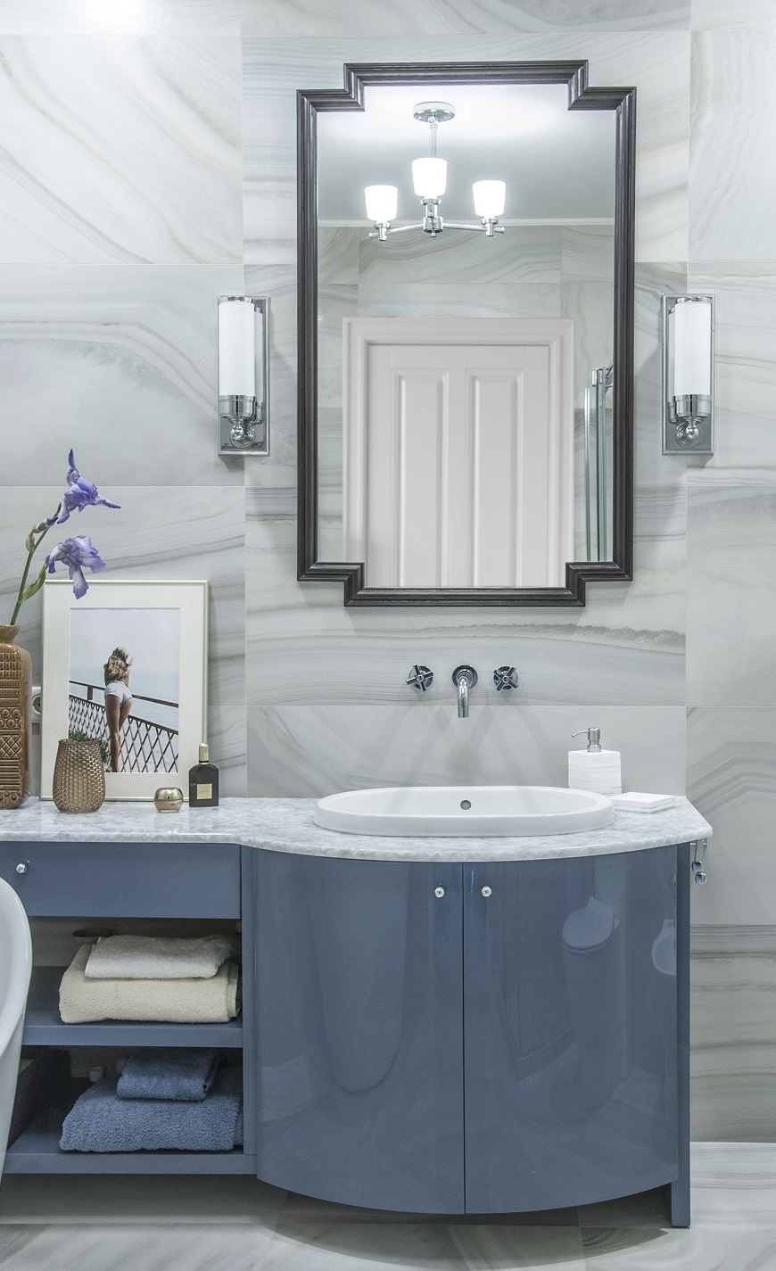 Art Deco Bathroom with American Touch