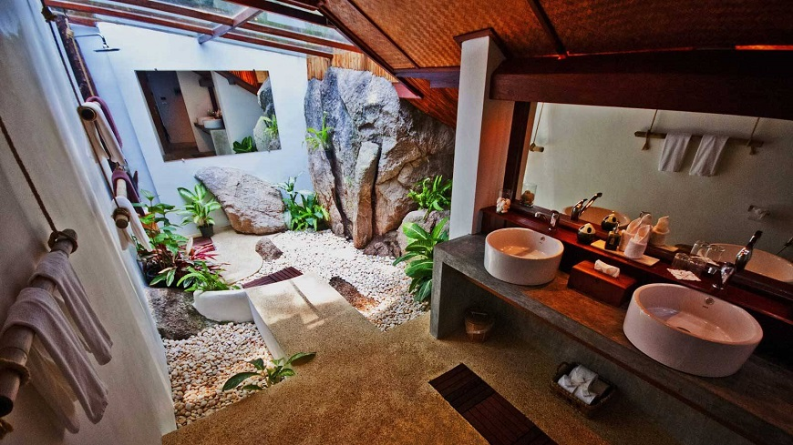5 stunning hotel bathrooms for valentine 39 s day for Romantic hotels for valentine s day
