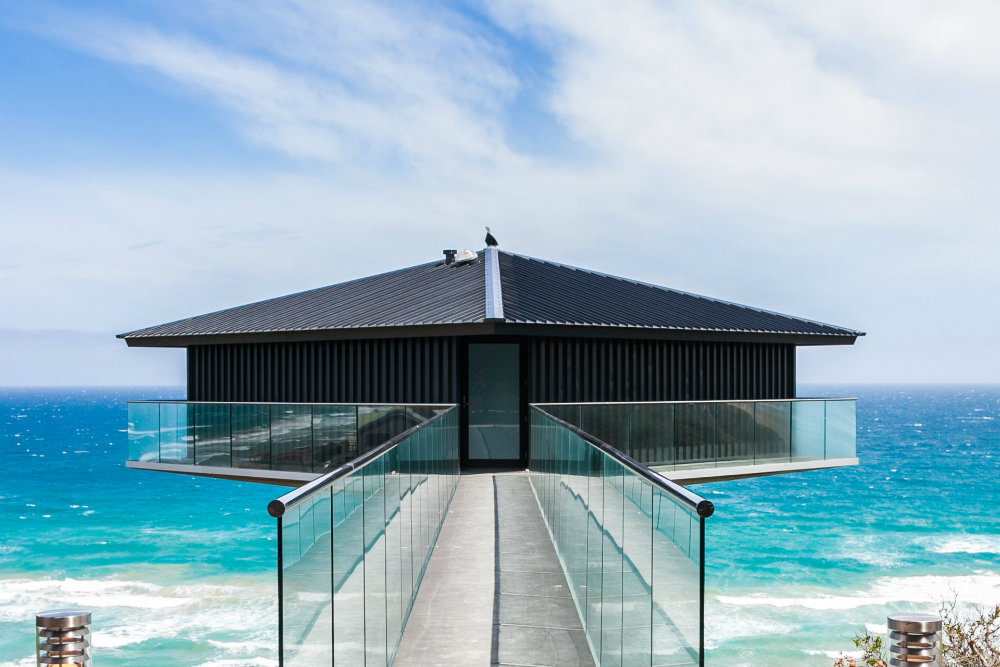 5 Incredible Beachfront Homes With Magnificent Views 5 Incredible Beachfront Homes With Magnificent Views 7 Beachfront Homes With Incredible Views 04